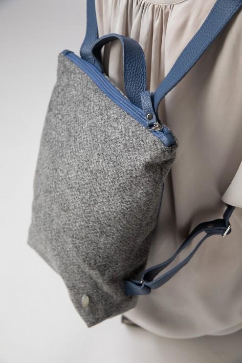 hochwertiger Rucksack für Frauen und Kinder aus Loden Stoff mit Leder Details blau / grau