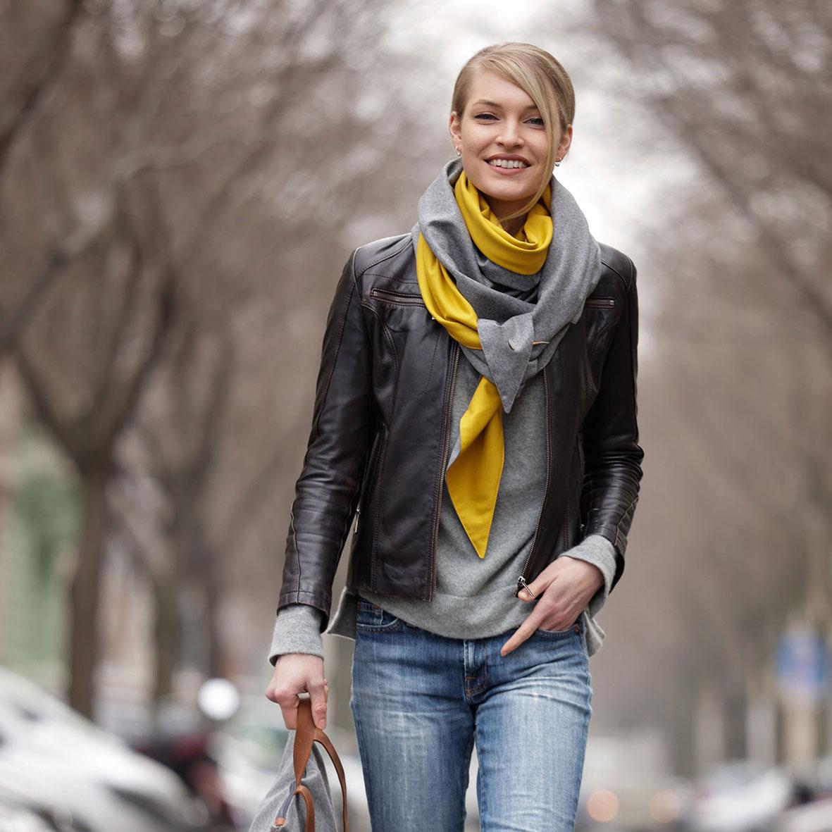 Looks für den Herbst, Lederjacke und Jeans, Herbst-Outfit, Schultertuch für Damen, Wollschal, Tuch aus Merinowolle